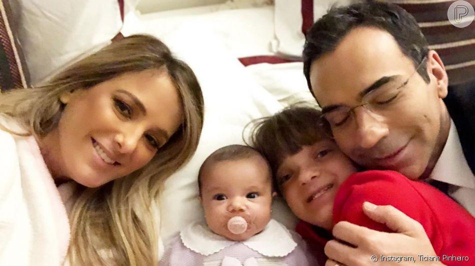 Bebê sorriso! Filha de Ticiane Pinheiro e César Tralli surge animada em foto postada por apresentadora nesta sexta-feira, dia 18 de outubro de 2019