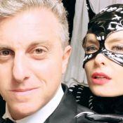 Angélica combina fantasia de Mulher-Gato com Carolina Dieckmann em festa. Fotos!