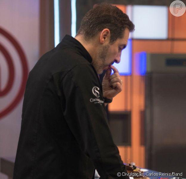 Em 'MasterChef - A Revanche', Fernando entrega comida com plástico e chefs ignoram