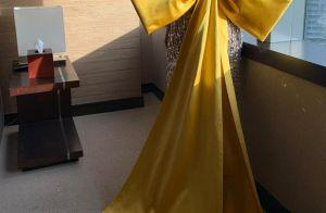 Vestido com laço e body de cristais: detalhes dos looks de Anitta no Grammy