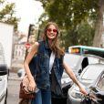 O colete que vai do escritório ao happy hour também pode ser jeans, que nunca sai de moda