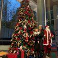Sabrina Sato levou a filha, Zoe, para ver uma árvore de Natal e a bebê ficou encantada