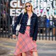 Saia na moda: modelo envelope com estampa quadriculada é opção para um look casual de verão