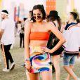 Saia na moda: conjuntinho com top cropped em cores vibrantes é tendência para o verão 2020