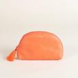 Presente de Natal: nécessaire laranja em couro da Via Mia está disponível por R$ 49,00