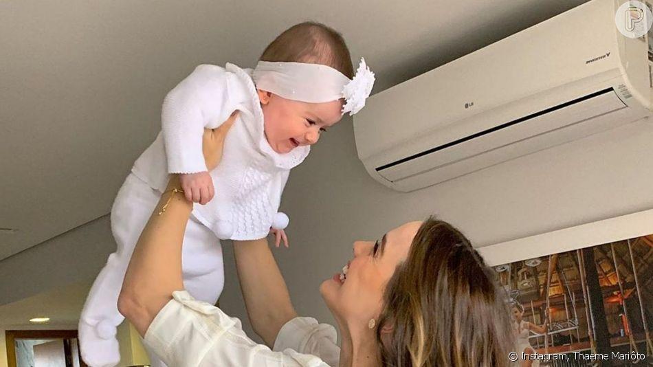 Thaeme Mariôto se encantou ao filmar a filha, Liz, dentro da sua mala de viagem: 'O que você está fazendo aí?'