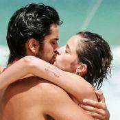 Agatha Moreira, de visual novo, troca beijos com Rodrigo Simas em praia. Fotos!