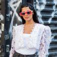 Tá na moda: óculos de sol em tamanho maxi com armação bicolor é tendência do verão 2020
