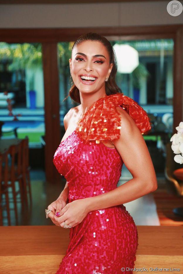 Juliana Paes apostou no vestido rosa de um ombro só e manga bufante da grife PatBo no look do Melhores do Ano, do Domingão do Faustão