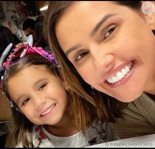 Deborah Secco elogia habilidade da filha, Maria Flor, em canto e ukelelê em vídeo nesta sexta-feira, dia 20 de dezembro de 2019
