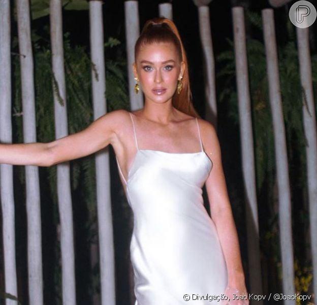 Marina Ruy Barbosa apostou em vestido slip na cor prata para Réveillon em Trancoso, Bahia, nesta quarta-feira, 01 de janeiro de 2020
