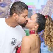 Viviane Araujo e o namorado, Guilherme Militão, se beijam em ensaio do Salgueiro