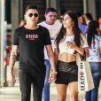 Felipe Araújo e nova namorada, Estella Defant, fazem compras em shopping nesta quarta-feira, dia 29 de janeiro de 2020