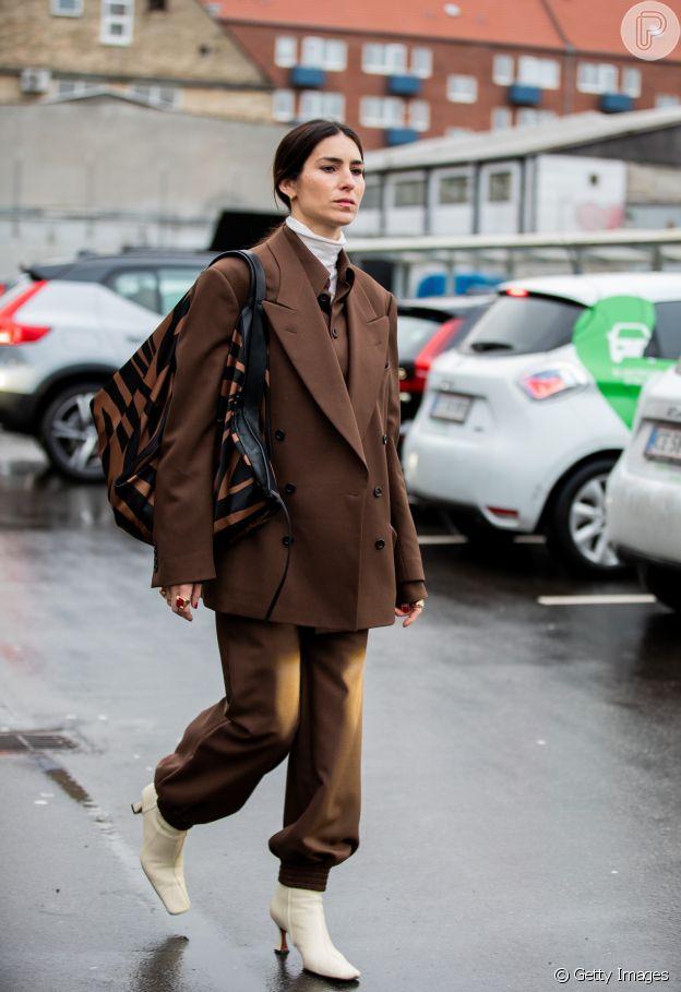 Moda na mão: maxi bag encantaram as fashionistas no street style da Copenhagen Fashion Week