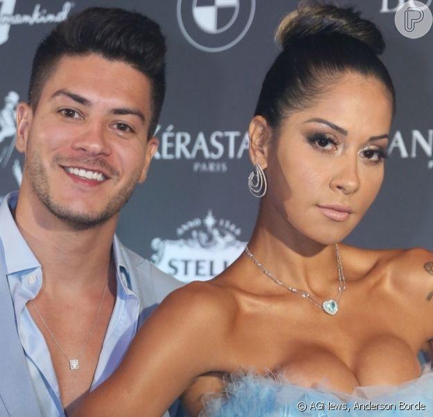 Mayra Cardi troca beijos com marido, Arthur Aguiar, e afasta crise no casamento em festa nesta sexta-feira, dia 07 de fevereiro de 2020