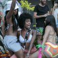 MC Rebecca se diverte com amigas na festa de aniversário de 28 anos do empresário Lipe Ribeiro