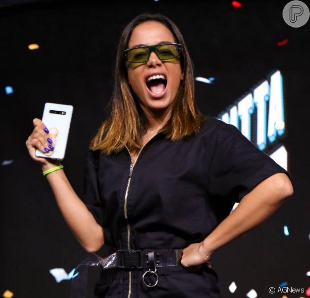 Anitta nega ter rejeitado foto com fã mirim durante gravação na Bahia nesta quinta-feira, dia 13 de fevereiro de 2020