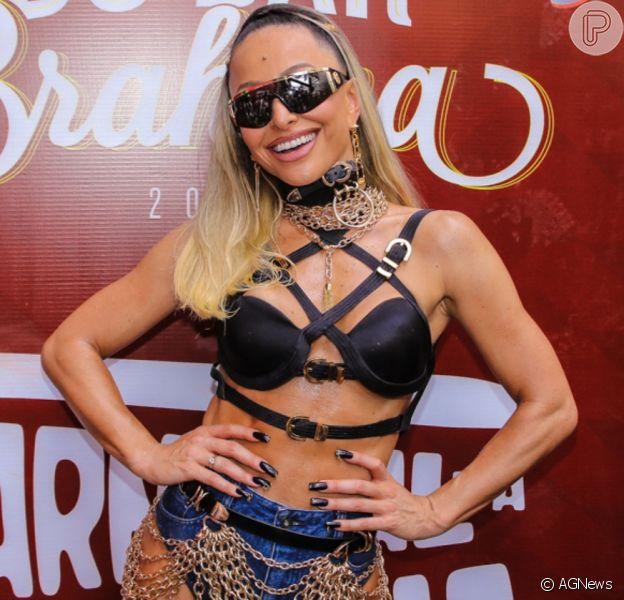 Musa do Carnaval, Sabrina Sato estreou na folia de rua de São Paulo neste domingo, 16 de fevereiro de 2020
