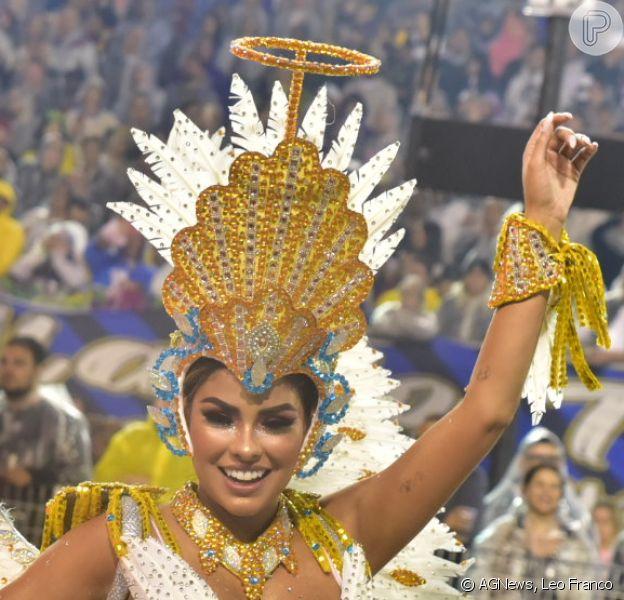 Munik Nunes estreou no carnaval de São Paulo usando fantasia com 8 mil cristais e avaliada em R$ 30 mil