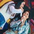Simone usa decote e Simara aposta em brilho para show na Carvalheira da Ladeira, em Recife