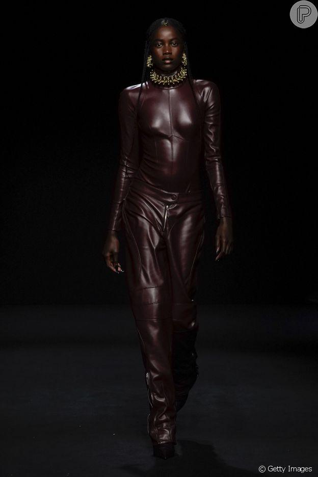 Coleção da Mugler aposta em silhueta bem marcada na semana de moda de Paris