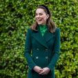 Duquesa de Cambridge, Kate Middleton apostou em looks verdes no 1º dia na Irlanda