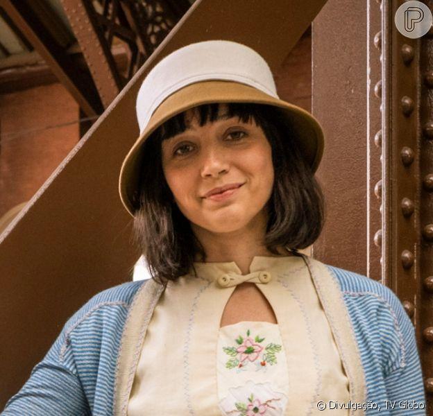 Na reta final da novela 'Éramos Seis', Zeca (Eduardo Sterblitch) devolve o filho de Clotilde (Simone Spoladore) para a mãe e ela e Olga (Maria Eduarda de Carvalho) fazem as pazes