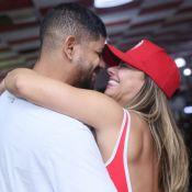 Segue o Carnaval! Viviane Araújo beija o namorado e samba muito no Salgueiro