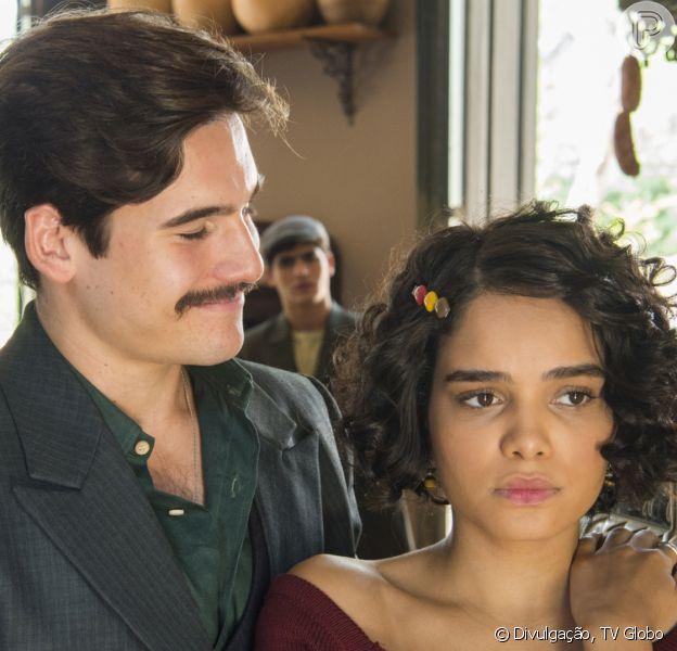 Último capítulo da novela 'Éramos Seis': Inês (Carol Macedo) admite a Alfredo (Nicolas Prattes) que ele é pai de seu filho, León (ator não divulgado)