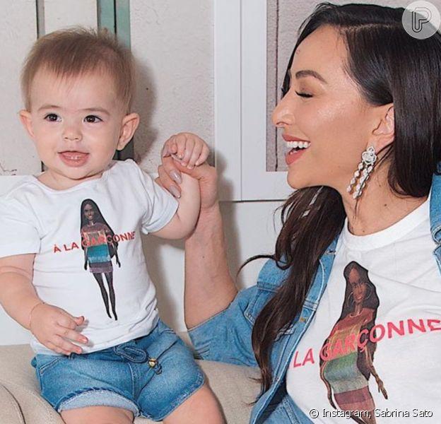 Sabrina Sato publicou fotos da filha, Zoe, e encantou famosos na web neste sábado, 4 de abril de 2020