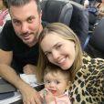 No colo da mãe, Thaeme Mariôto, Liz já fez viagens de avião