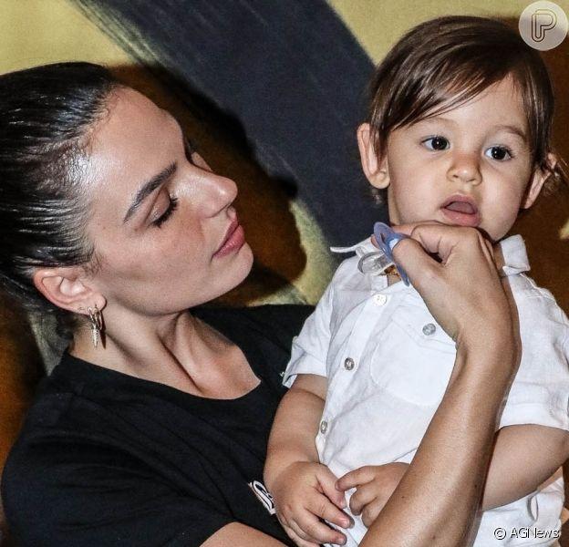 Tamanho do filho de Isis Valverde chamou atenção em foto na web
