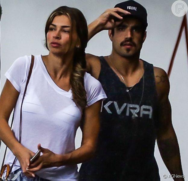 Caio Castro fez uma live com seus seguidores e Grazi Massafera participou mandando uma mensagem para o namorado