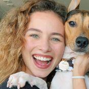 Laryssa Ayres assume transição capilar em fotos com namorada e pets. Veja!