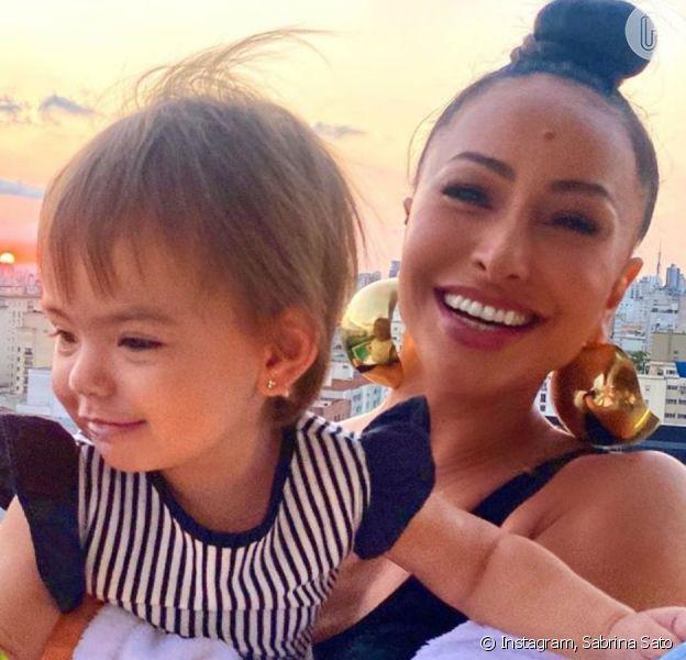 Sabrina Sato fica impressionada por semelhança com a filha em foto bebê