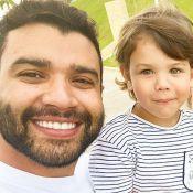 Gusttavo Lima ganha companhia de filho ao empinar pipa: 'Sobe, bebê!'. Vídeo!