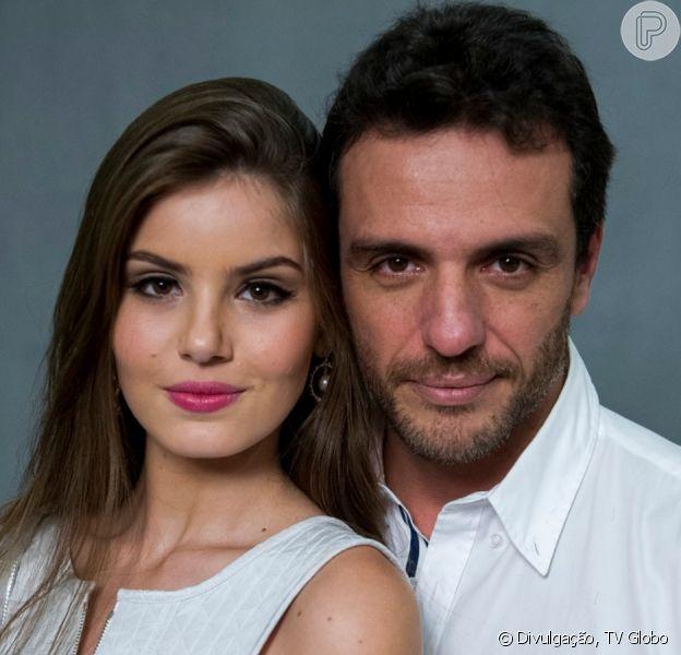 Camila Queiroz destaca parceria com Rodrigo Lombardi em cenas de nudez