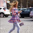 A meia-calça ou legging ajuda a dar mais liberdade de movimento aos vestidos mais curtinhos