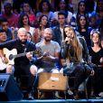 Simony acumula músicas de sucesso como 'Caixa Postal'