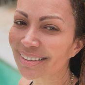Solange Almeida posa de maiô em dia de piscina e web elogia: 'Perfeita'