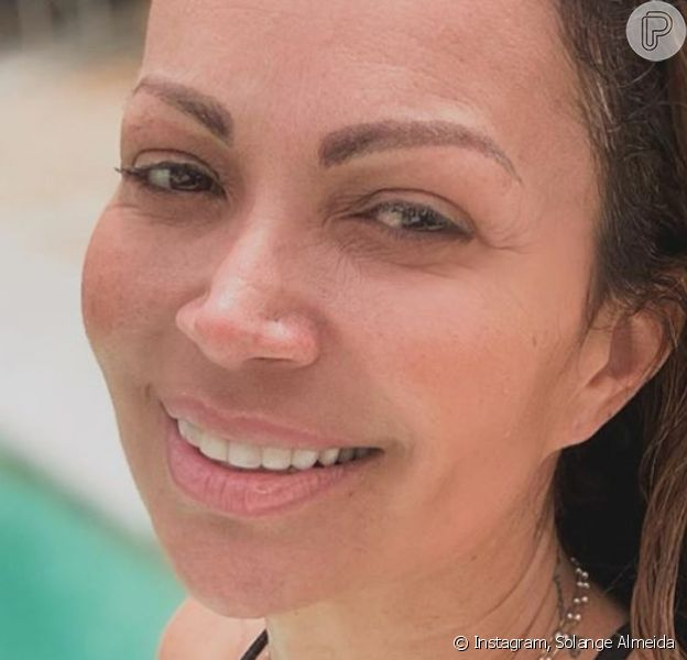 Solange Almeida colecionou elogios por foto de maiô e sem make