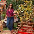 Ivete Sangalo apostou em blusa quadriculada, jeans e bota da Riachuelo para live