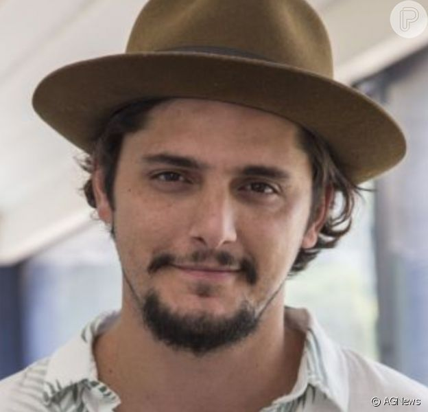 Bruno Gissoni pediu desculpas após ser fotografado na praia com a família