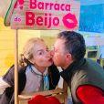 Angélica troca beijo com Luciano Huck em festa junina