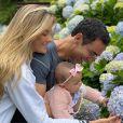 Ticiane Pinheiro e Cesar Tralli não dispensam os passeios ao ar livre com a filha, Manuella, de 1 ano