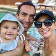 Filha de Ticiane Pinheiro, Manuella recebe também os cuidados do pai, Cesar Tralli