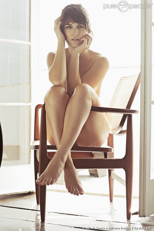 """Capa da edição de março da revista """"Vip"""", Bianca Bin alia nudez à elegância"""