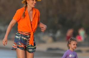 Angélica e Eva, sua filha com Luciano Huck, curtem praia em Fernando de Noronha