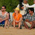 Angélica curte um dia de praia com a filha, Eva, em Fernando de Noronha