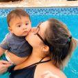 Marília Mendonça deu beijo no filho, Leo, durante visita do menino em sua live: 'Até você veio ver a mamãe?'